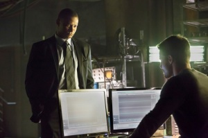 John_Diggle_David_Ramsey_and_Oliver_Queen_Stephen_Amell-4